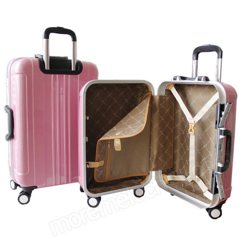 Стильный женский чемодан